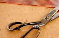 el corte de la piel natural para confeccionar