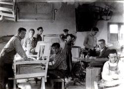 taller de sofas en piel años 60